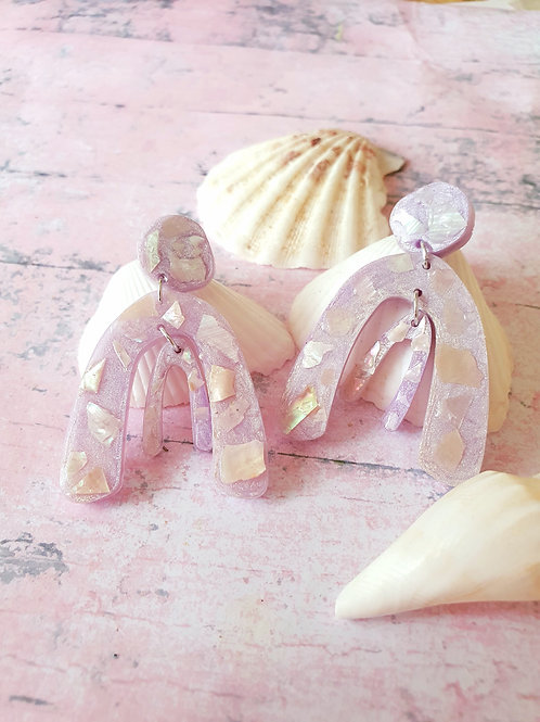 Light liliac pearl effect dangles decorated with seashells