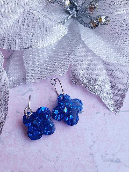 Flower shaped resin mini hoop earrings - hypoallergenic