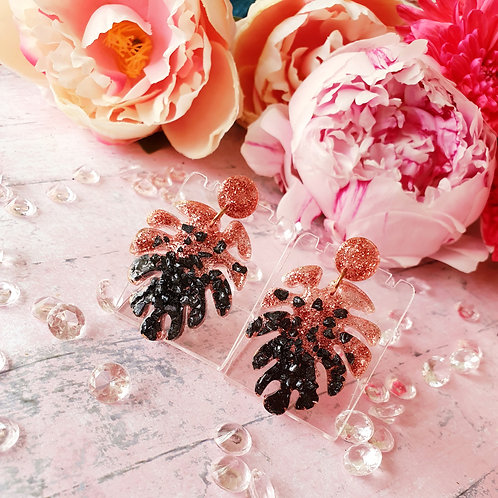 Monstera leaf earrings decorated with sparkly little stones and rose gold glitte