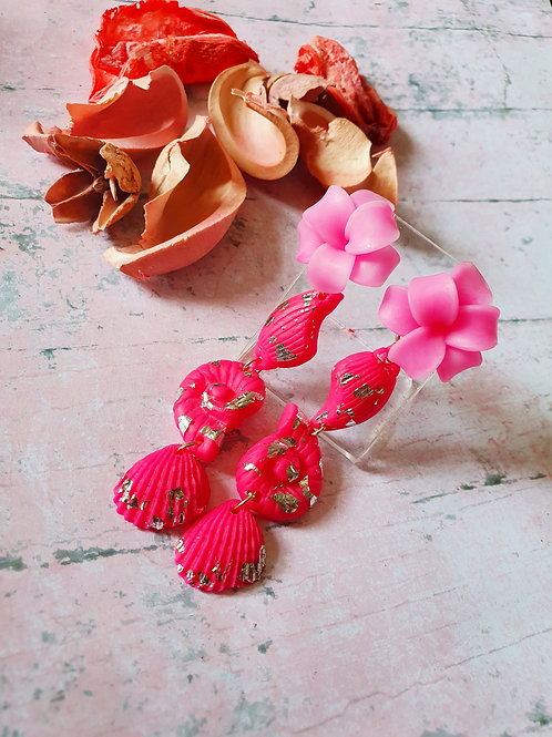 Hot pink seashells with gemstone effect flower