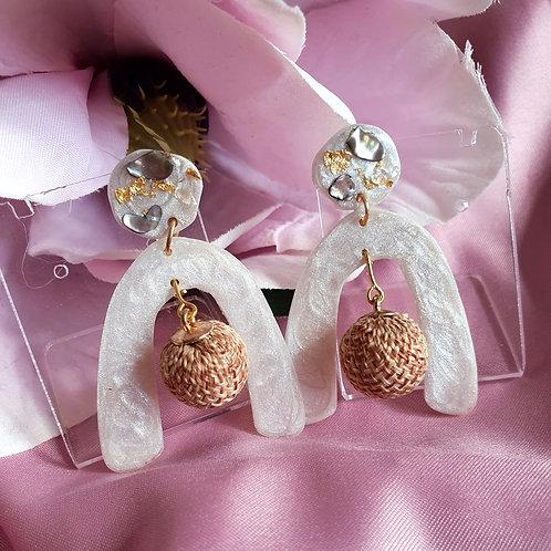 Rustic boho arch earrings - pearl effect
