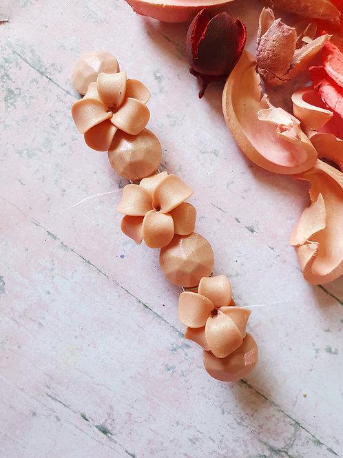 Handmade flower hair clip -- pearl effect --