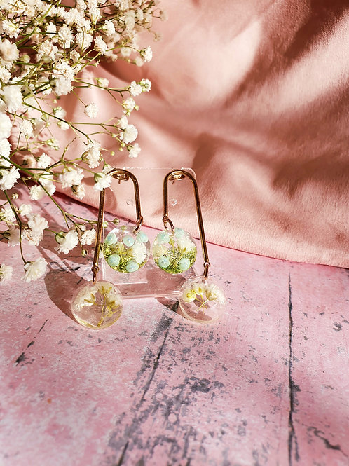 Flower circle dangle earrings