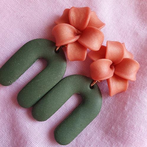 Mettalic peach flower arch dangles