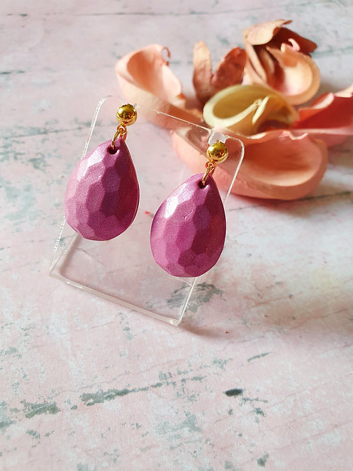 Pearl effect purple drop earrings