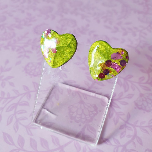 Gloss green earstuds with pinky glitter - hypoallergenic