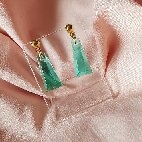 Emerald golden earrings