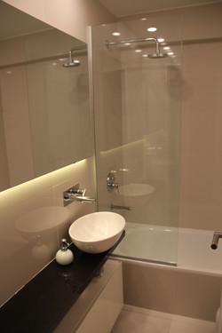 Baño y espejo