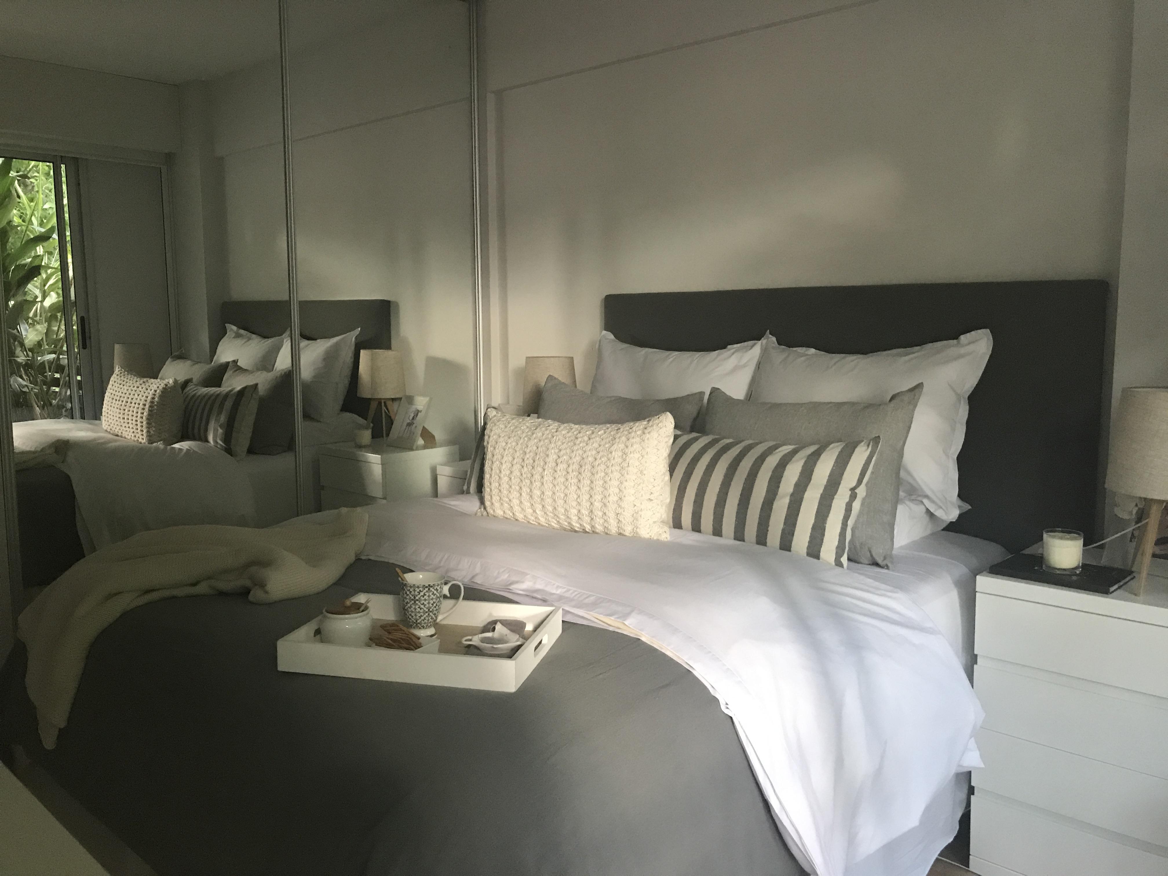 cama y almohadones de diseño