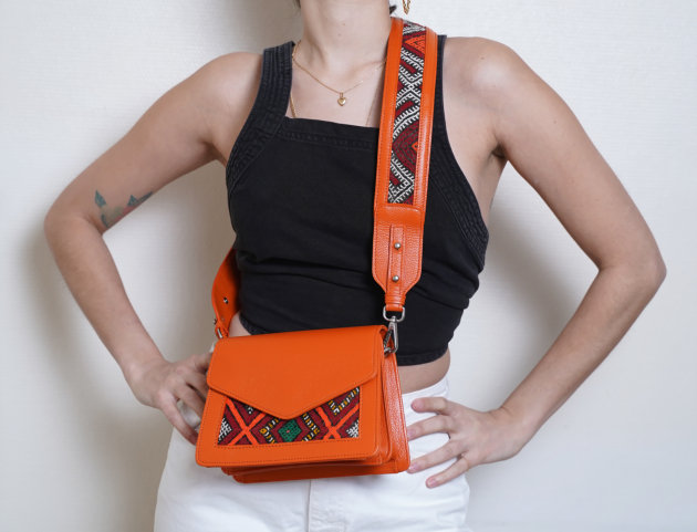 Sac Alouane fanfold S et Bandoulière orange tapis rouge