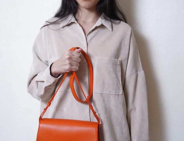 Sac Alouane fanfold M orange tapis rouge