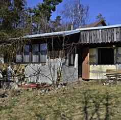 PRODÁNO- Rekreační objekt v bezprostřední blízkosti lesa, v obci Černé Voděrady, v klidné chatové ob