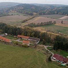 Prodej zemědělské usedlosti,  Rodinného domu, les a pole v obci Výžerky - Komorce