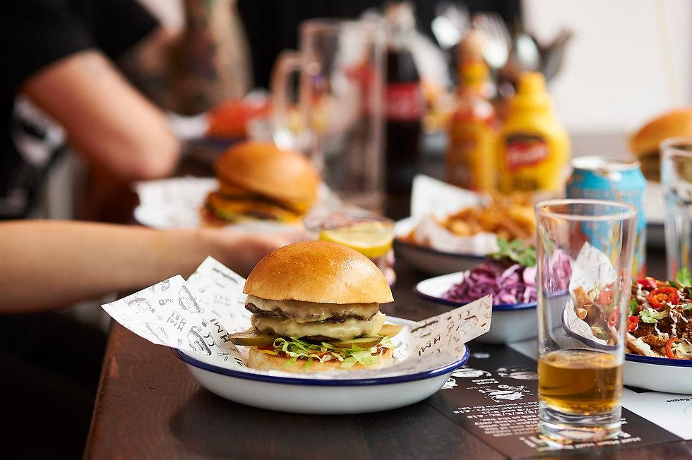 HMHB_ch_burger_table_©stevepainter_438+1