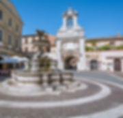 la_piazza_del_comune_a_sutri_borgo_del_l