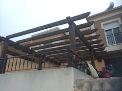 Pérgola de hormigón imitación madera