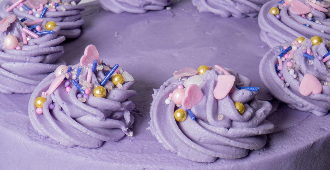 kates kakes purple piped icing