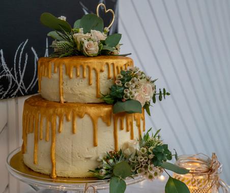 kates kakes gold wedding cake