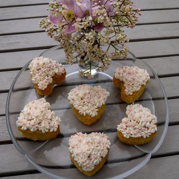 kates kakes floral love heart cupcakes
