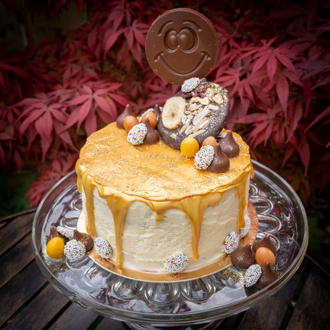 Kates Kakes Gold Decorative Cake