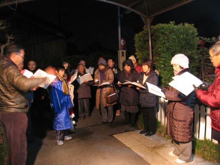 クリスマスイブの夜空に賛美の歌を響かせて