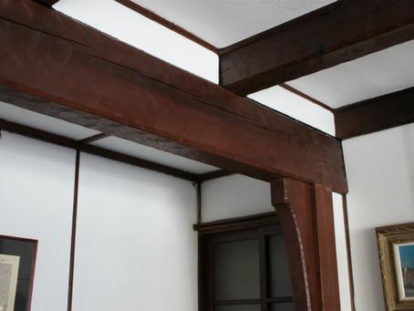 受け継がれる建築家ヴォーリズの心 「改修された牧師館ロビー」