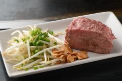 牛塊り肉のステーキ