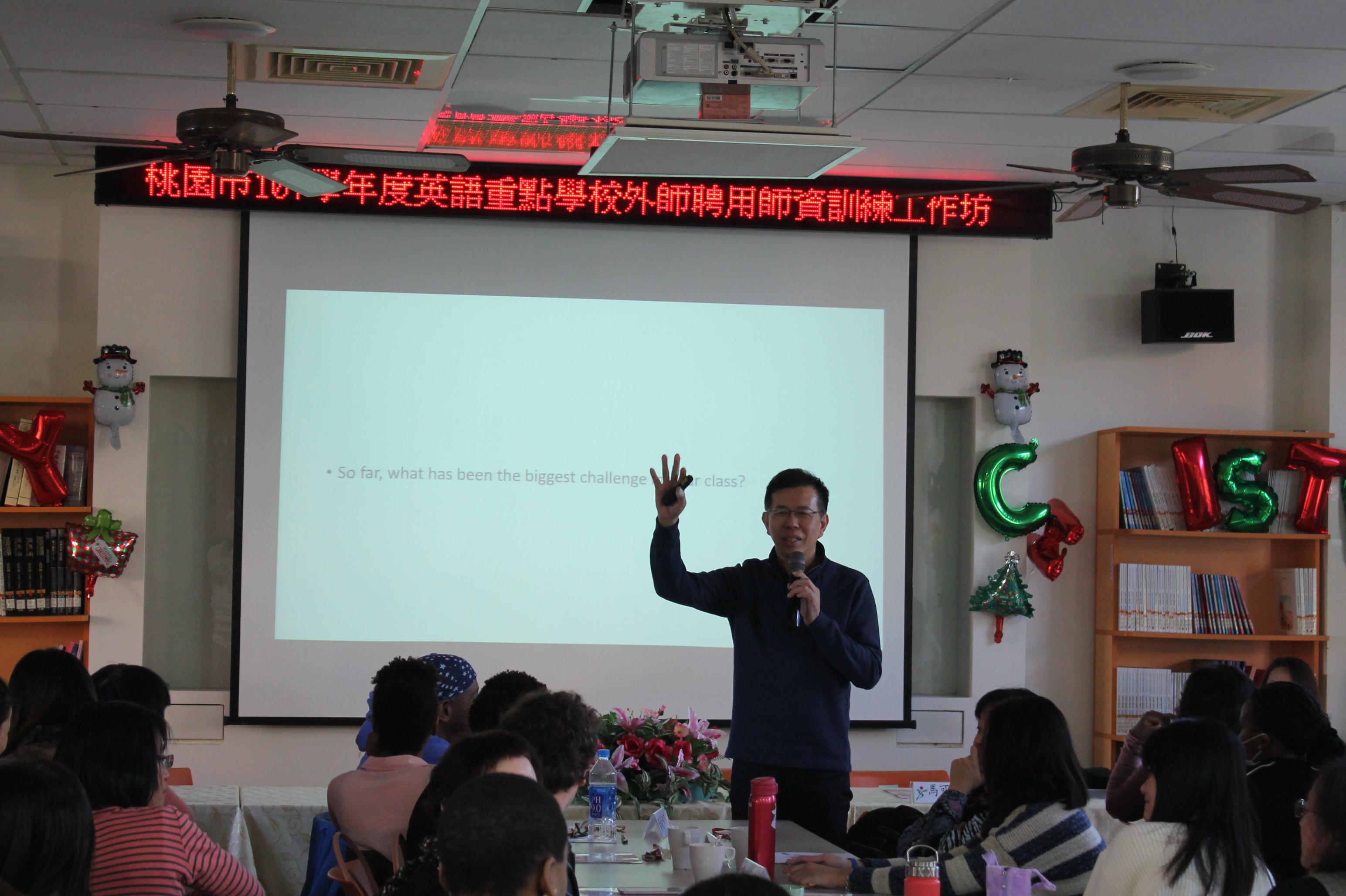 1071218 外師師訓與餐敘 - 陳教授專題演講 1.JPG