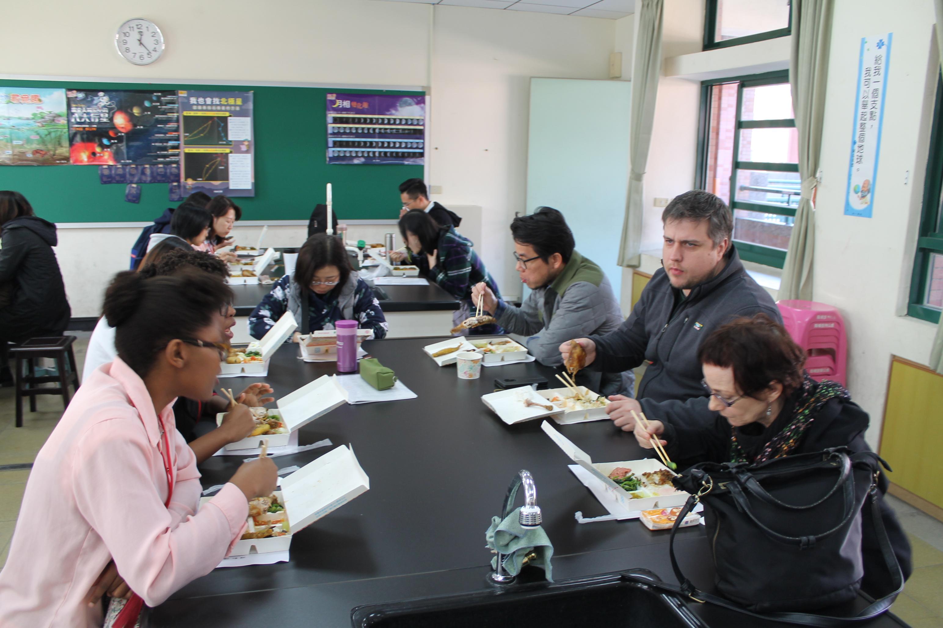 1071218 外師師訓與餐敘 - 午餐 2.JPG