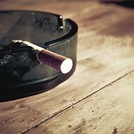 Unhealthy teen tabaco use.