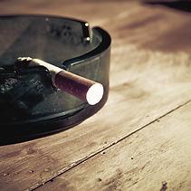 Il fumo dannegia denti e gengive ed è dannosoanche per gi impianti dentali