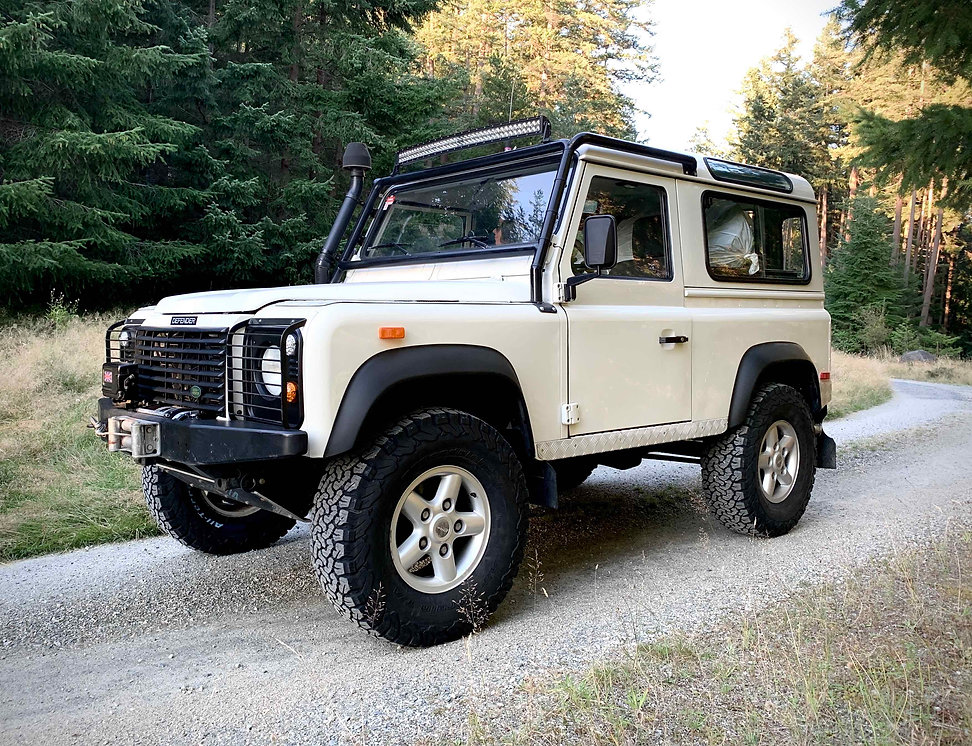 2004 Defender 90 Td5 lifted.jpg