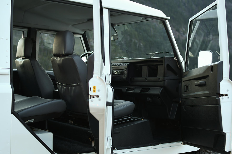 2004 Defender 130 Passager Interior Spit