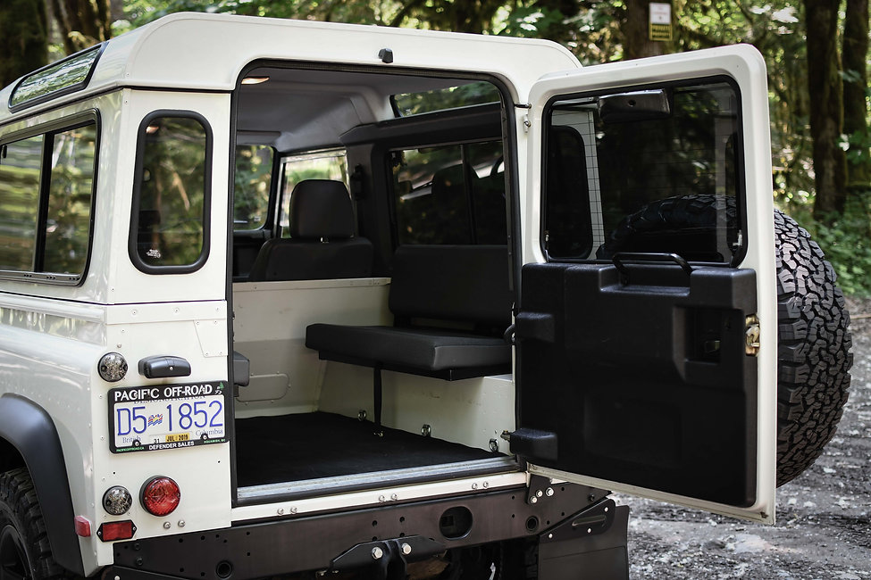 2004 Defender 90 rear seats.jpg