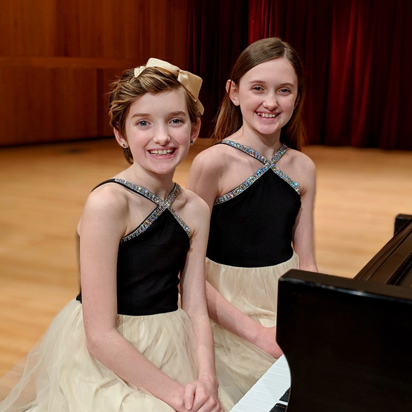 Sadie & Reese performed The Siamese Cat Song