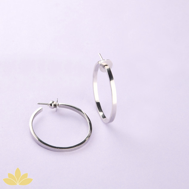 E048 - Classic Silver Hoops
