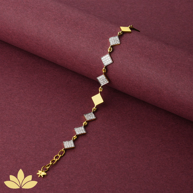 WB03 - 3 to 1 Square Bracelet in Gold