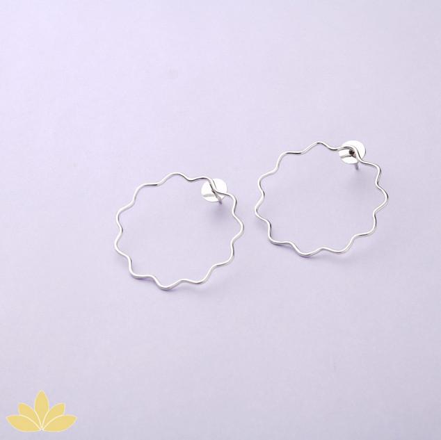 E043 - Silver Flower Outline Earring