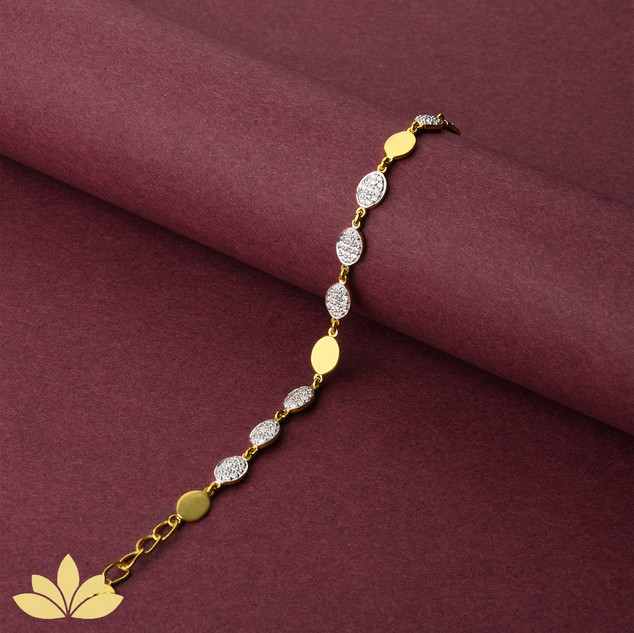 WB05 - 3 to 1 Oval Bracelet in Gold