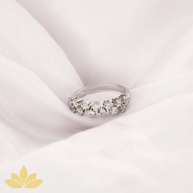 R033 - Alternating Round Stone Half Ring Band