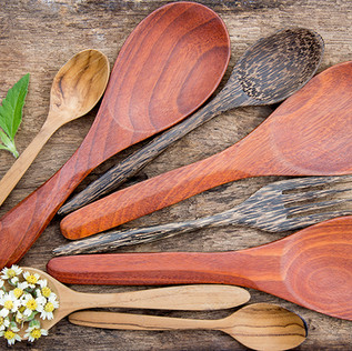 KITCHEN UTENSILS AND COOKWARE
