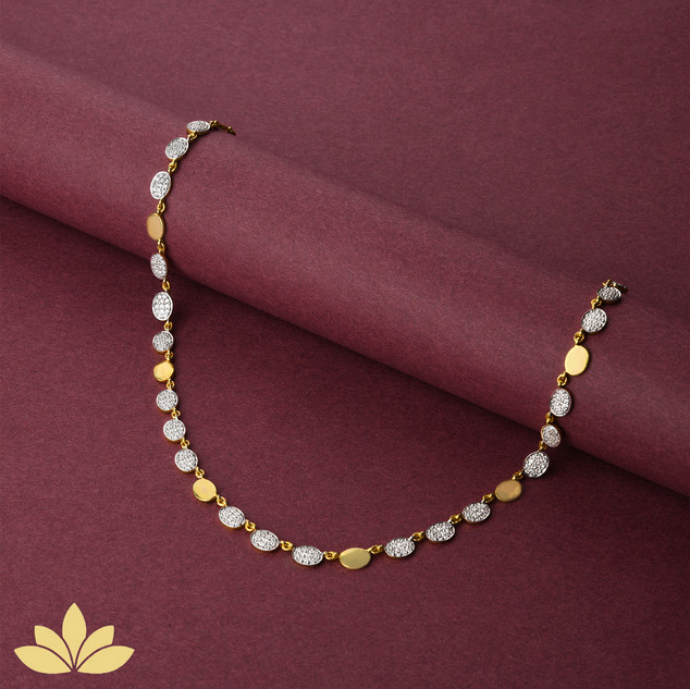 WN05 - 3 to 1 Oval Necklace in Gold