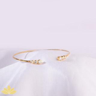 B032 - Gold 6-Stone Open Stiff Bracelet