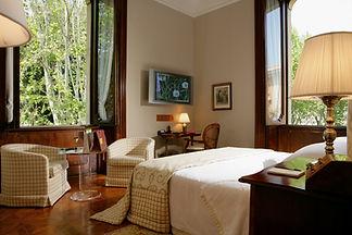 Romantic Room 2.jpg