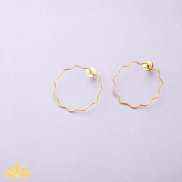 E043 - Gold Flower Outline Earring