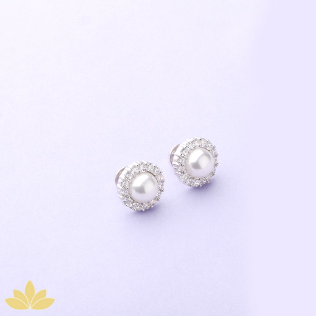 E039 - Pearl with Diamond Halo Stud