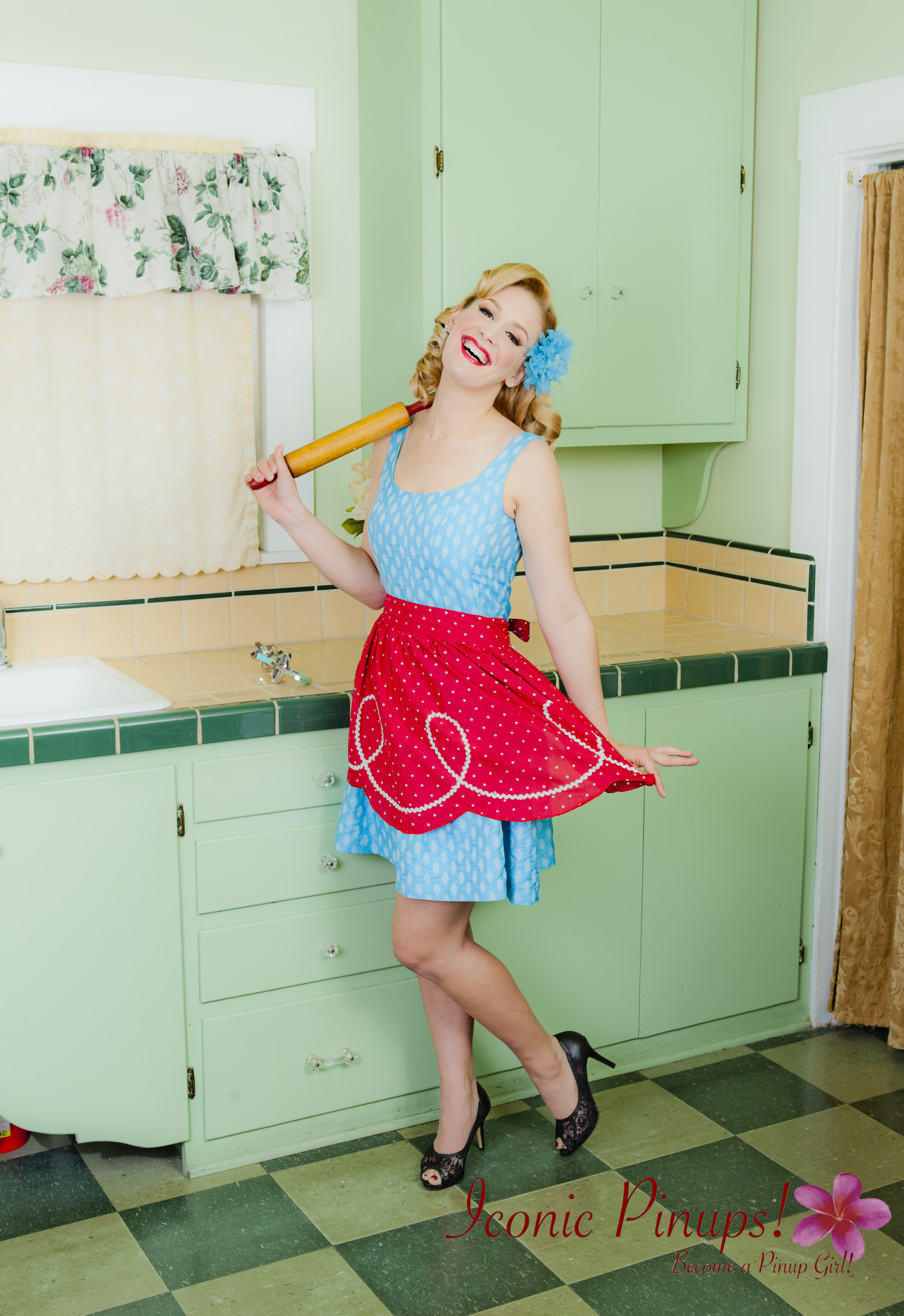 vintage_kitchen_iconicpinups.jpg