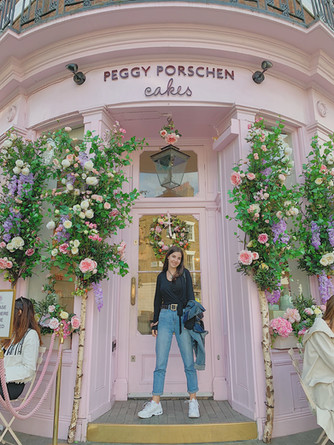 Taylor in front of Peggy Porschen