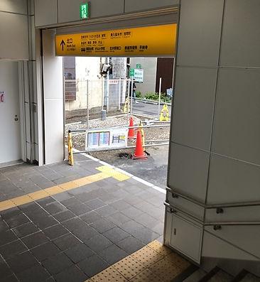 ひばりヶ丘駅北口階段を下ります