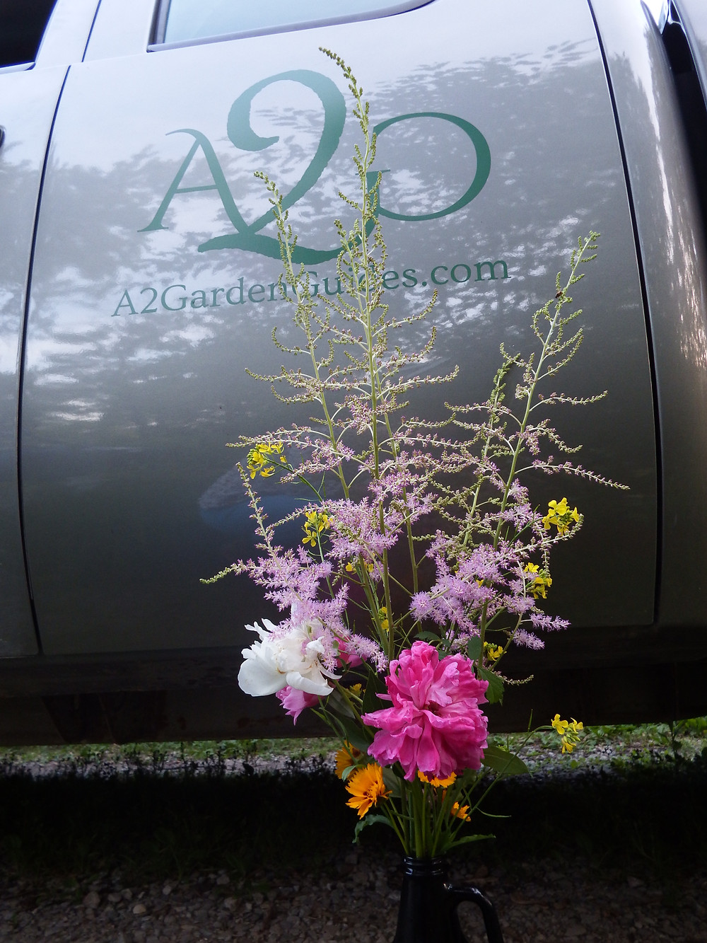 Bouquet and truck logo